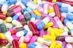ZONISAMIDE MYLAN est disponible en gélules à 25 mg, 50 mg et 100 mg (illustration).