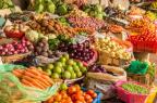 Le PNNS recommande de consommer au moins 5 fruits et légumes par jour, des céréales complètes, peu d'alcool et de sel.