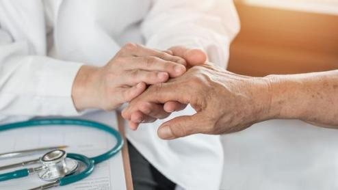 Patients âgés, COVID-19 et fortes chaleurs : des mesures spécifiques