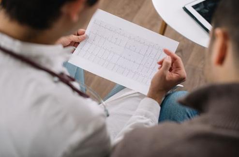 Diagnostic, bilan, prise charge et surveillance du syndrome du QT long : consensus d'experts