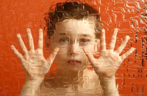 """""""La sécurité et l'efficacité de l'aripiprazole dans les troubles autistiques n'ont pas été établies et notamment chez les patients de moins de 18 ans"""" (illustration)."""
