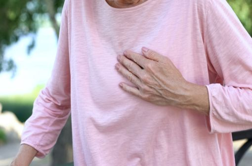 Manifestation clinique de l'ischémie myocardique, l'angor stable doit être diagnostiqué de manière précoce pour prévenir la survenue d'un infarctus (illustration).