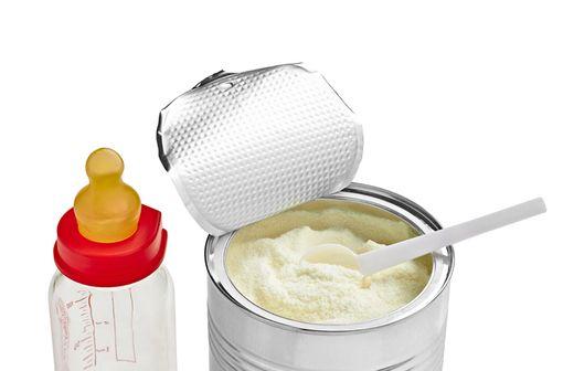 Si elle n'est pas traitée, une allergie aux protéines de lait de vache peut provoquer des lésions de l'intestin et diminuer l'absorption des nutriments (illustration).
