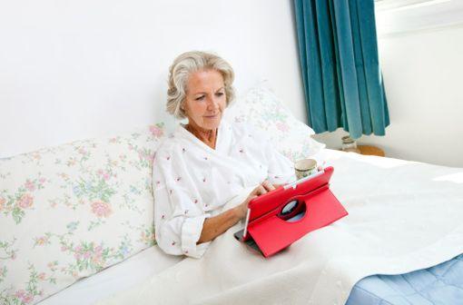 Le programme de télésuivi expérimenté permet aux patients de renseigner leurs symptômes à domicile par internet (illustration).