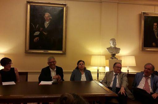 Nathalie Pauwels, Jean-Pierre Olié, Isabelle Amado, Jean Constantin et Jean Adès ont répondu aux questions des journalistes sur ce débat public sur la santé mentale.