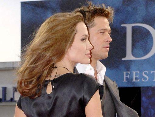 Angelina Jolie, ici avec Brad Pitt en 2007, a souligné l\'importance du soutien de son compagnon dans cette difficile épreuve.