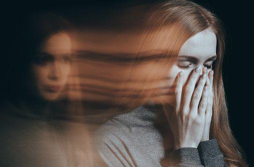 Les femmes répondent, en général, mieux aux antipsychotiques mais sont également plus sujettes aux possibles effets secondaires (illustration).