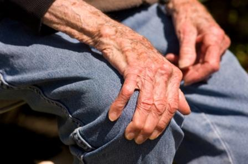 Ces spécialités sont indiquées dans le traitement symptomatique à effet différé de l'arthrose de la hanche et du genou.