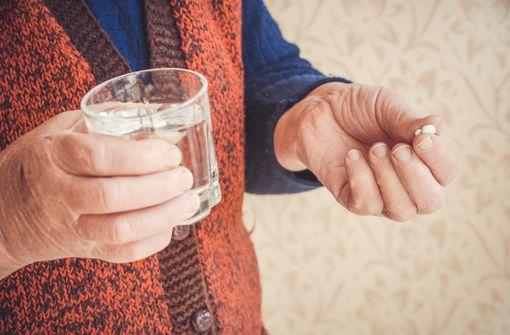 Seniors en bonne santé : prendre de l'aspirine à faible dose est-il utile ?
