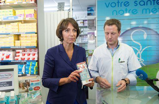 Marisol Touraine présente le test d'autodépistage VIH dans une pharmacie parisienne (14 septembre 2015, © Ministère de la santé)