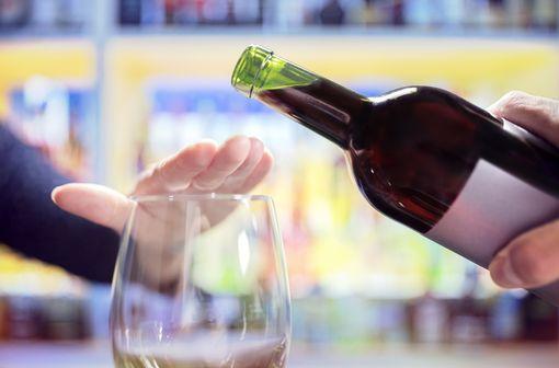 Malgré le poids de santé publique représenté par les troubles liés à la consommation d'alcool, moins de 10% des patients bénéficient de soins spécialisés (illustration).