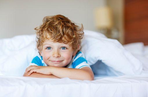 Les troubles du sommeil chez les enfants ayant des troubles du développement secondaires à une pathologie neurologique ou psychiatrique sont fréquents (illustration).