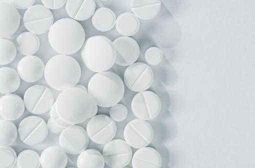 En situation de pénurie, les spécialités orales à base de cortisone doivent être réservées aux situations où elles sont indispensables et sans alternatives (illustration).