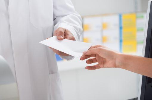 Des autorisations dérogatoires sont accordées aux pharmaciens notamment pour dispenser certains médicaments dans le cadre de l'état d'urgence sanitaire (illustration).