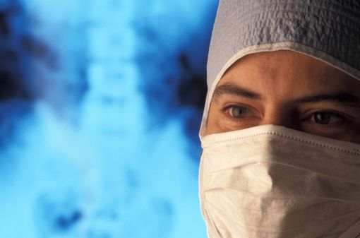 Les chirurgiens orthopédistes sont les spécialistes les plus souvent mis en cause en justice pour faute (illustration).