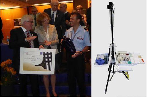 Samuel Mercier, infirmier urgentiste aux Sapeurs Pompiers de Paris, reçoit le premier Prix du Concours Lépine 2018 pour l'invention du MedPack (photo : @ConcoursLepine).