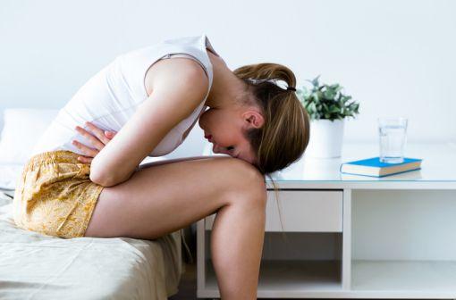 Caractérisée par la présence de muqueuse de l'utérus en dehors de la cavité utérine, l'endométriose  peut provoquer des douleurs parfois invalidantes et des problèmes d'infertilité (illustration).