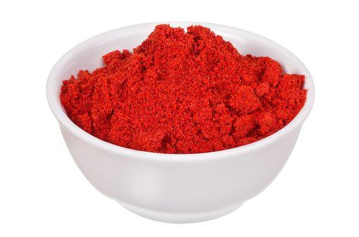 L'azorubine ou colorant E122 peut induire un risque d'allergie chez les personnes qui sont intolérantes aux salicylates (aspirine, baies, fruits) [illustration].