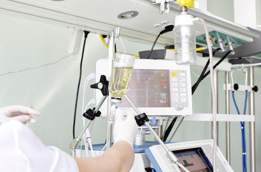 DOPRAM est un stimulant respiratoire indiqué lors des prises en charge en unité de soins intensifs (illustration).