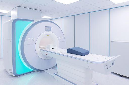DOTAREM est un produit de contraste de type macrocyclique à usage diagnostique uniquement, utilisé pour rehausser le contraste lors de l'IRM (illustration).