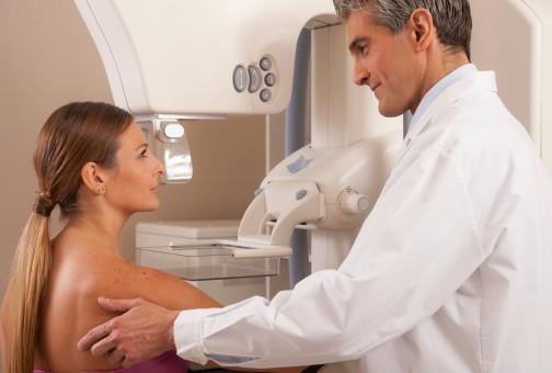 Le dépistage organisé du cancer du sein, proposé à toutes les femmes de 50 à 75 ans en France, réduit-il le risque de décès (illustration) ?