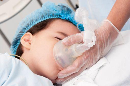 La douleur de l'enfant a longtemps été insuffisamment prise en compte et traitée par les professionnels de santé (illustration).