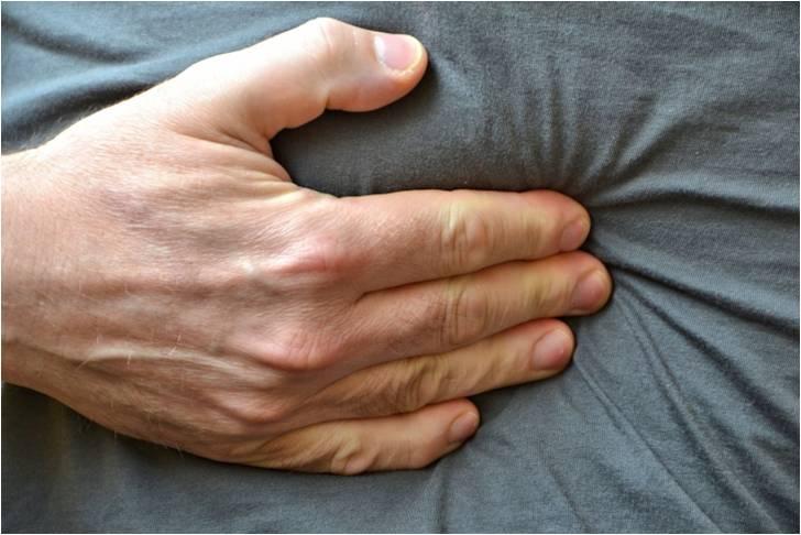 Le pyrosis, sensation de brûlure partant du creux de l'estomac et remontant vers la bouche, est un signe quasiment spécifique de reflux gastro-œsophagien.