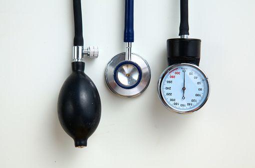 Médicament diurétique de la classe des thiazidiques, l'hydrochlorothiazide est largement utilisé dans le traitement de l'hypertension artérielle (illustration).