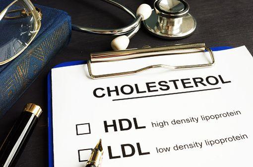 L'ézétimibe seul ou associé à la simvastatine, est notamment remboursé dans l'hypercholestérolémie primaire (illustration).