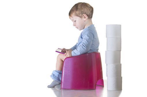 FORLAX 4 g est indiqué dans le traitement symptomatique de la constipation chez l'enfant de 6 mois à 8 ans (illustration).