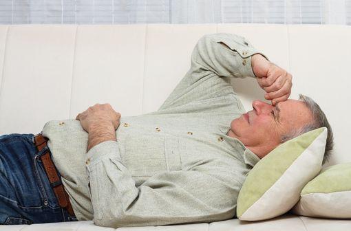 Les symptômes d'acidocétose, tels que nausées, vomissements, anorexie, douleurs abdominales, soif intense, difficulté à respirer, confusion, fatigue inhabituelle ou somnolence, ne sont pas spécifiques (illustration).