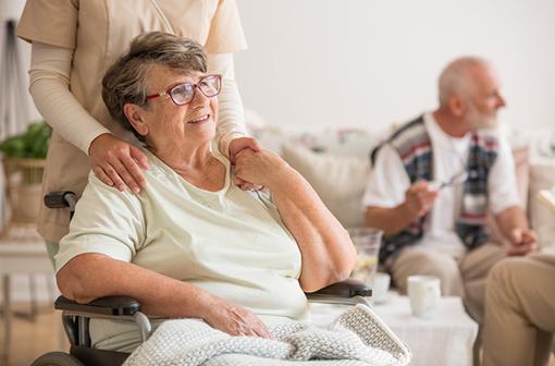 Les femmes ont deux fois moins de risque de forme sévère de COVID-19... jusqu'à quel âge ? (illustration).