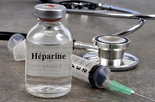 Le plus souvent utilisée en perfusion continue, l'héparine sodique présente les avantages d'être de durée de vie courte et de pouvoir être antagonisée par de la protamine en cas de complications (illustration).