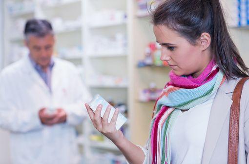 Les médicaments de médication officinale peuvent être présentés en accès direct dans les pharmacies (illustration).
