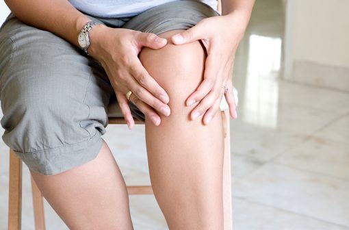 Il n\'existe pas à ce jour de traitement de fond permettant de modifier l\'évolution de l\'arthrose (illustration).