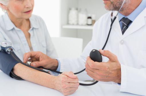 L\'hypertension artérielle est fréquente chez les octogénaires (illustration).