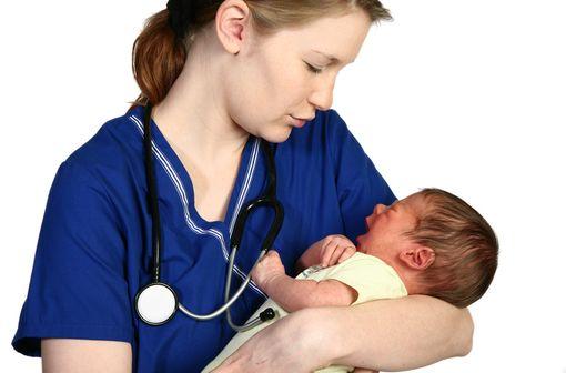 Le champ des compétences des sages-femmes s'étend aux IVG médicamenteuses et aux vaccinations (illustration).