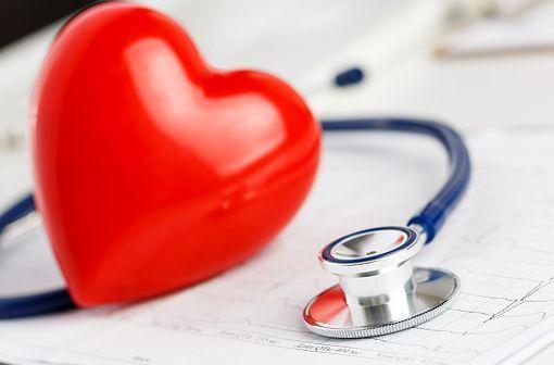 La clinique et l'électrocardiogramme sont les points clefs du diagnostic de l'infarctus du myocarde, silencieux ou non (illustration).