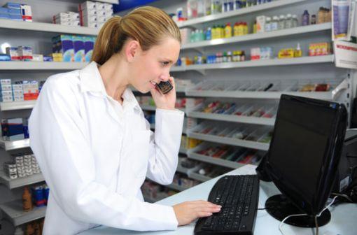 Les professionnels de santé sont invités à contacter les patients susceptibles de détenir des tubes de LOCOÏD 1 % crème appartenant aux lots rappelés, afin qu'ils les rapportent à la pharmacie (illustration).