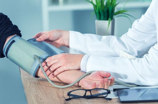 Les patients ne doivent pas arrêter brutalement leur traitement par LOGROTON et consulter leur médecin pour envisager la meilleure alternative thérapeutique (illustration).