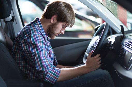 Les Français doivent être plus sensibilisés sur les incompatibilités qui existent entre conduite automobile et prise de médicaments (illustration).