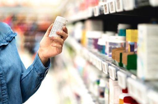 Les médicaments inscrits sur la liste de médication officinale peuvent être placés en accès direct par les pharmaciens dans leur officine (illustration).