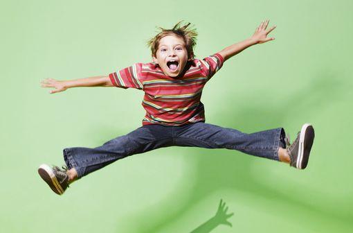 Les symptômes du TDAH se manifestent durant l'enfance dans 3 dimensions cliniques : l'attention, l'impulsivité et l'hyperactivité (illustration).