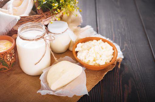 L'allergie aux protéines du lait de vache se distingue de l'intolérance au lactose qui est une réaction non immunologique au lait, causée par le manque de lactases (illustration).