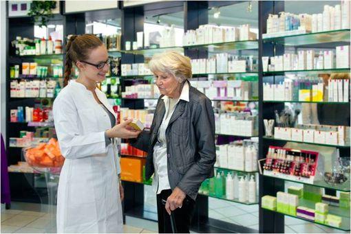 Les médicaments de médication officinale peuvent être mis en accès direct dans les pharmacies d'officine.
