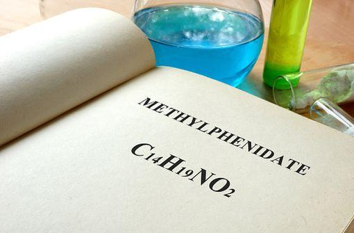 Le méthylphenidate est actuellement indiqué dans la prise en charge du TDAH de l'enfant et de la narcolepsie (illustration).