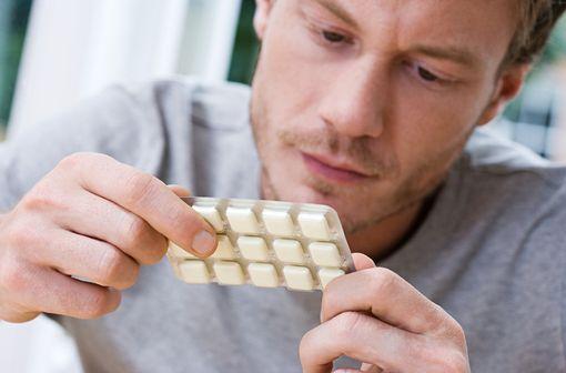Les produits de substitution nicotinique peuvent aider les fumeurs à s'abstenir de fumer ou à réduire leur consommation de tabac en diminuant les symptômes de sevrage (illustration).