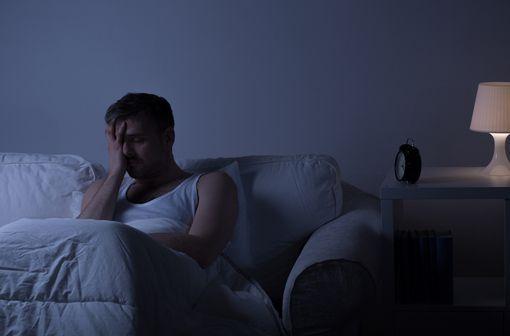 Les troubles du sommeil constituent un important problème de santé, tant par leur fréquence que par leurs répercussions humaines, sociales et économiques (illustration).