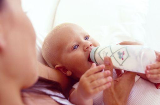 Environ 10 % des enfants allergiques aux protéines de lait de vache seraient également allergiques aux hydrolysats de protéines (illustration).