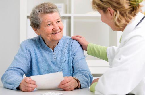 Informations, éclairages, ajustements personnalisés peuvent faciliter l'adhésion au traitement, et donc l'observance (illustration).